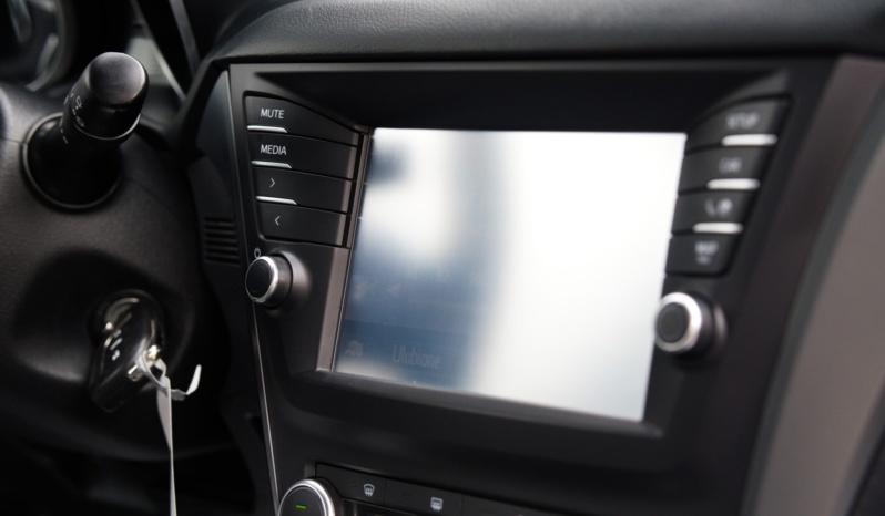 Toyota Avensis full